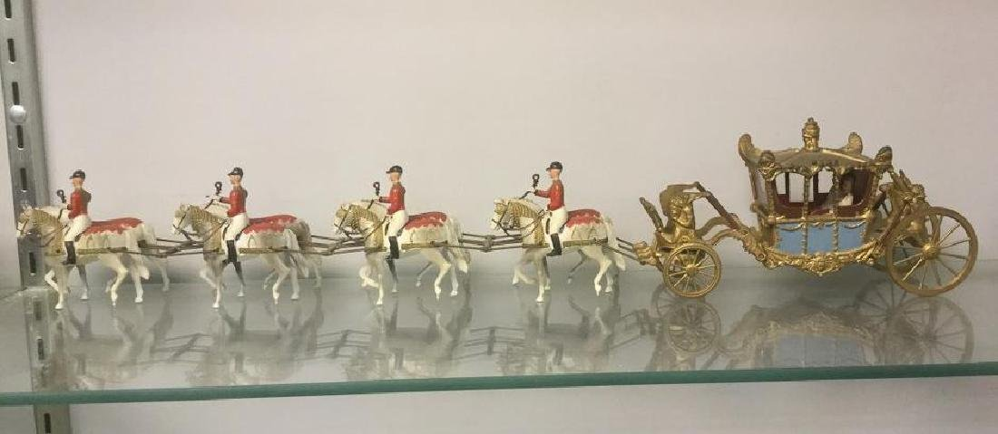 BRITAINS SOLDIERS-13 PCS STATE CORONATION COACH WITH