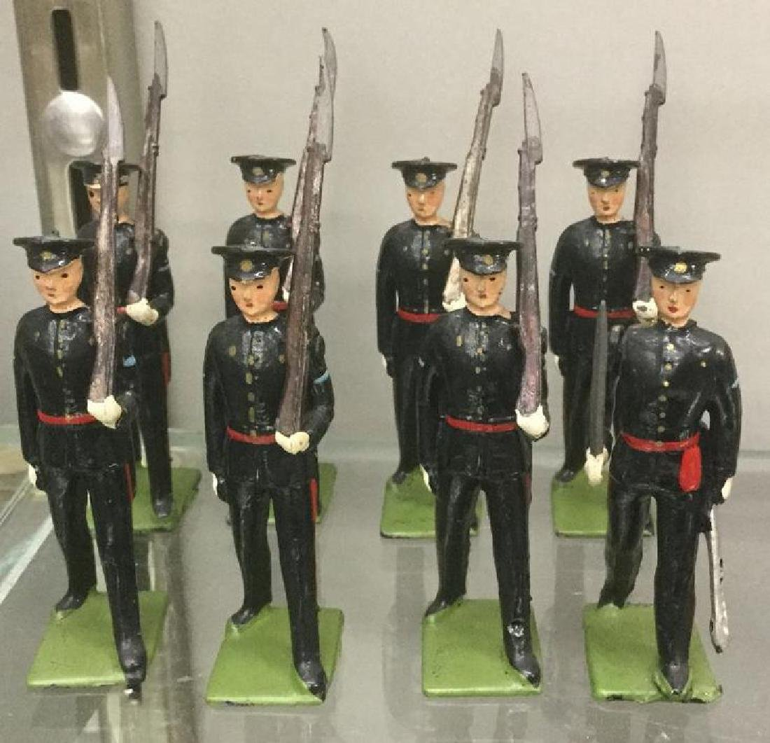 BRITAINS SOLDIERS-8 PCS DUKE OF GLOUCESTER LIGHT