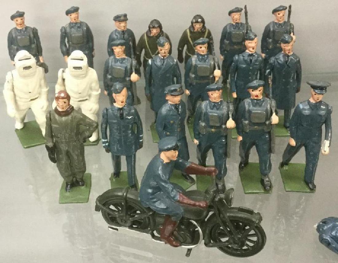 BRITAINS SOLDIERS- 22 PCS 1940'S ROYAL AIR FORCE