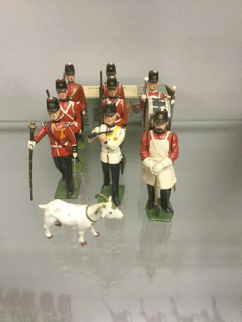 BRITAINS SOLDIERS- 9 PCS FORT HENRY GUARDS, 3 RIFLEMEN,