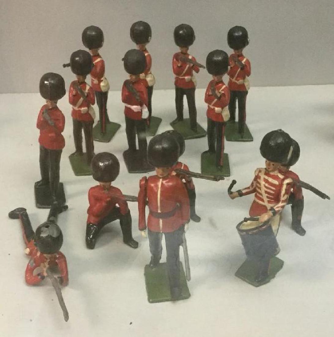 BRITAINS SOLDIERS- 14 PCS SCOTS GUARDS INCLUDING