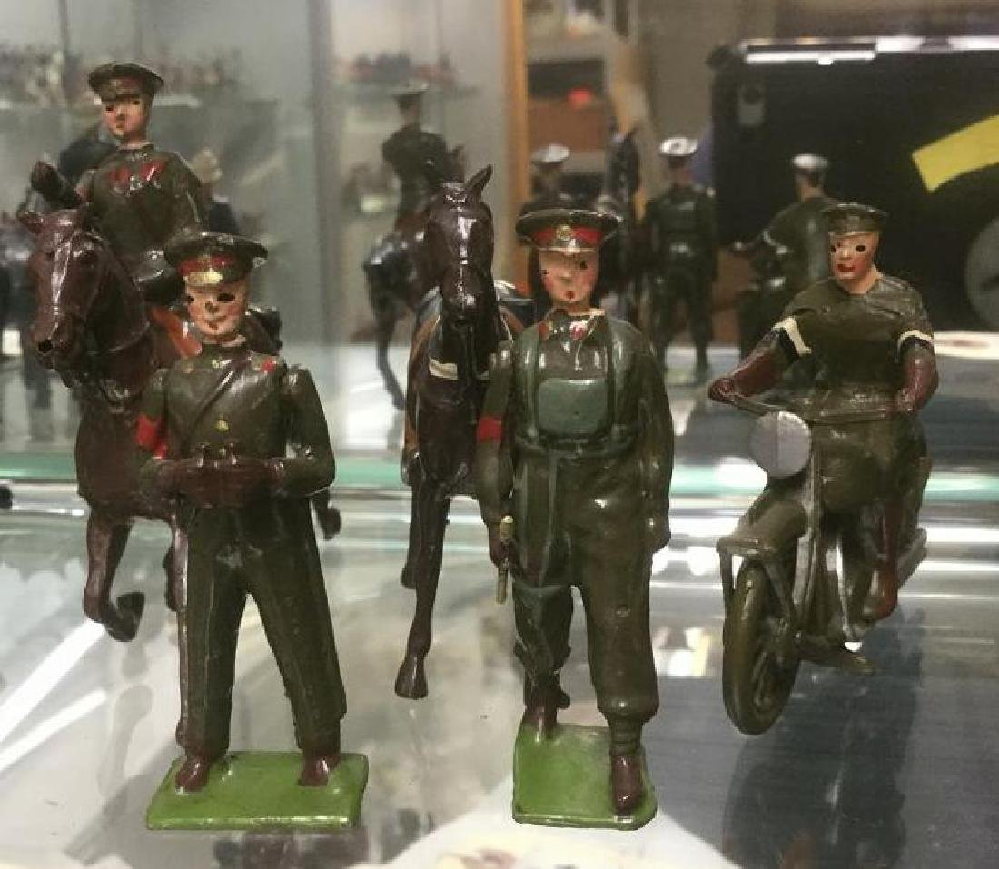 BRITAINS SOLDIERS- 5 PCS CONTEMPORARY IMPERIAL GENERAL