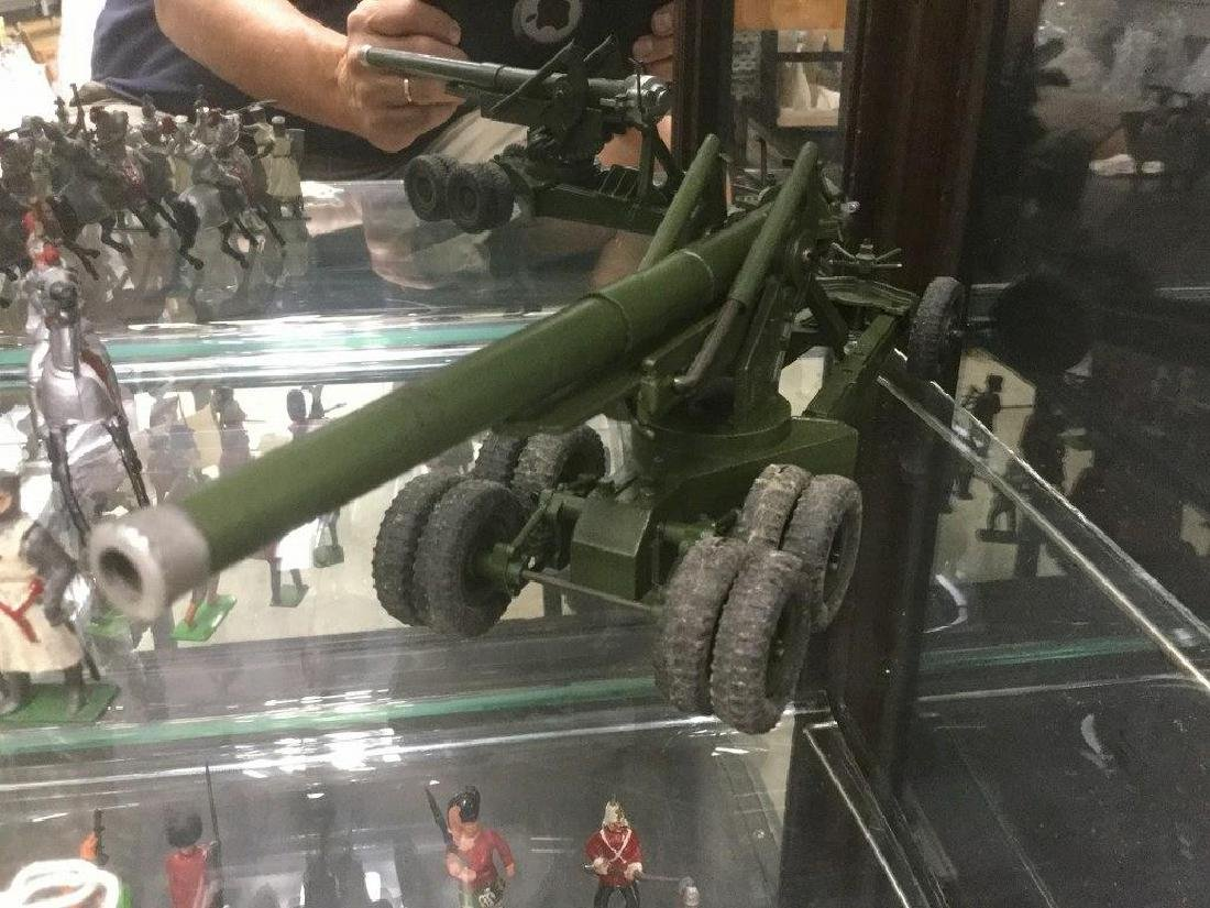BRITAINS SOLDIERS- (1) 155 MM AMERICAN FIELD GUN WITH