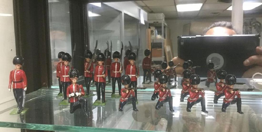 BRITAINS SOLDIERS- 15 PCS GUARDSMAN INCLUDING 1