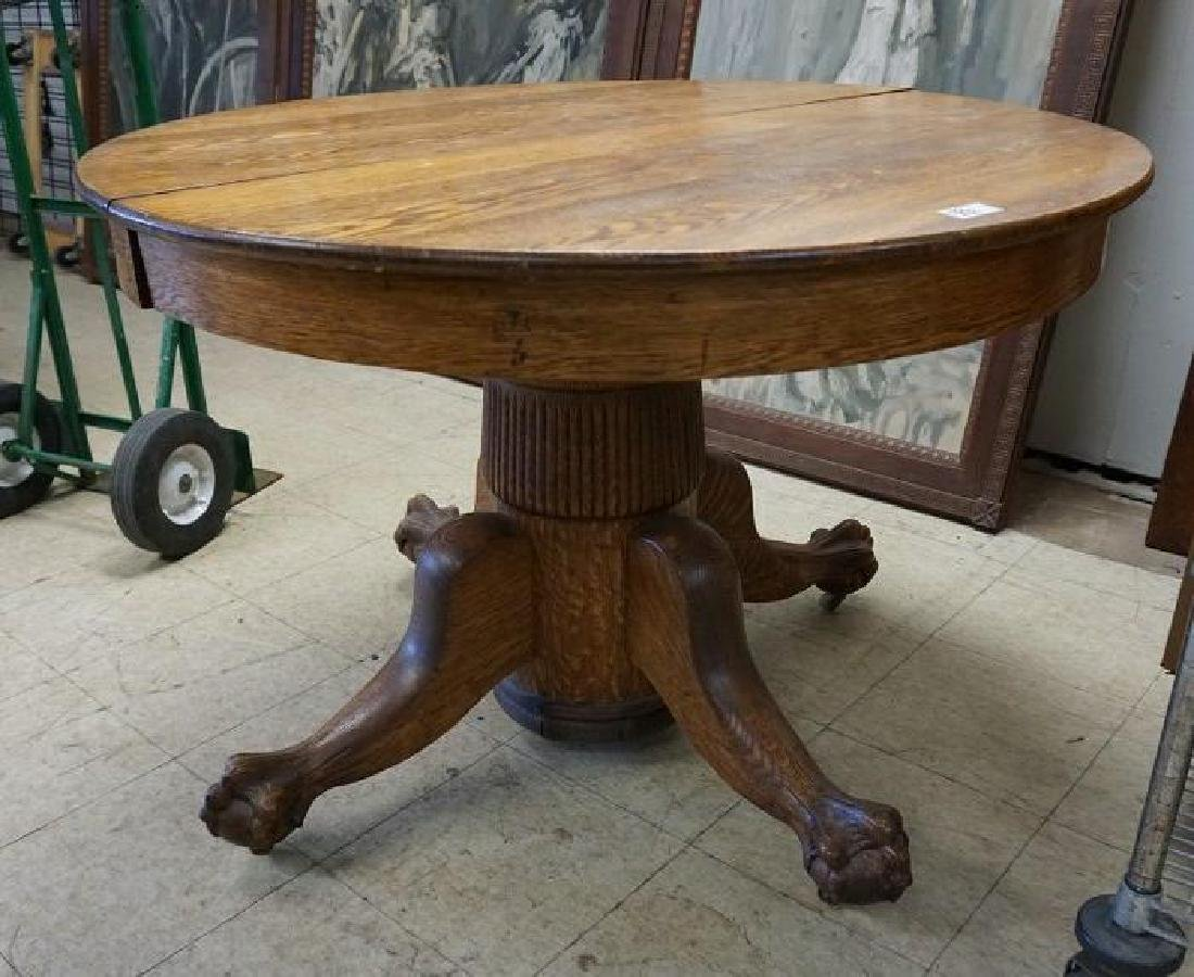 QUARTER SEWN OAK ROUND DINING TABLE W/CLAWFOOT BASE,