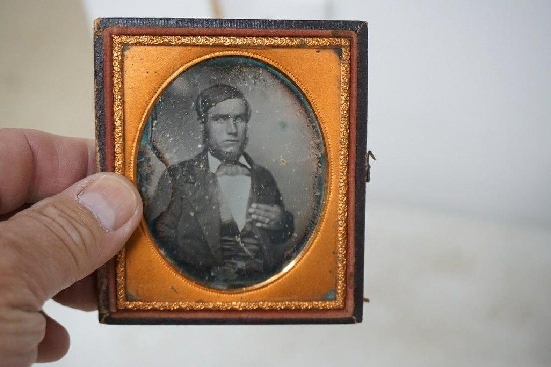 EARLY PHOTOGRAPHY LOT WITH 2 DAGUERREOTYPES & 4 - 6