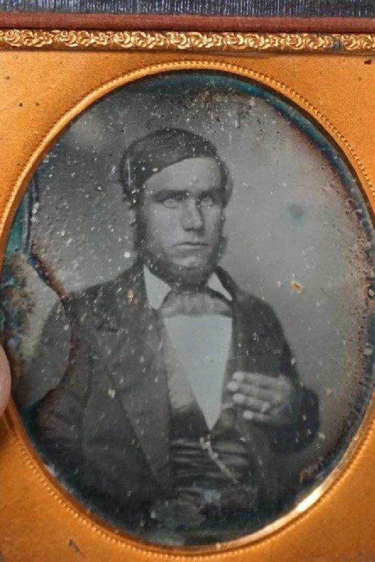EARLY PHOTOGRAPHY LOT WITH 2 DAGUERREOTYPES & 4 - 7