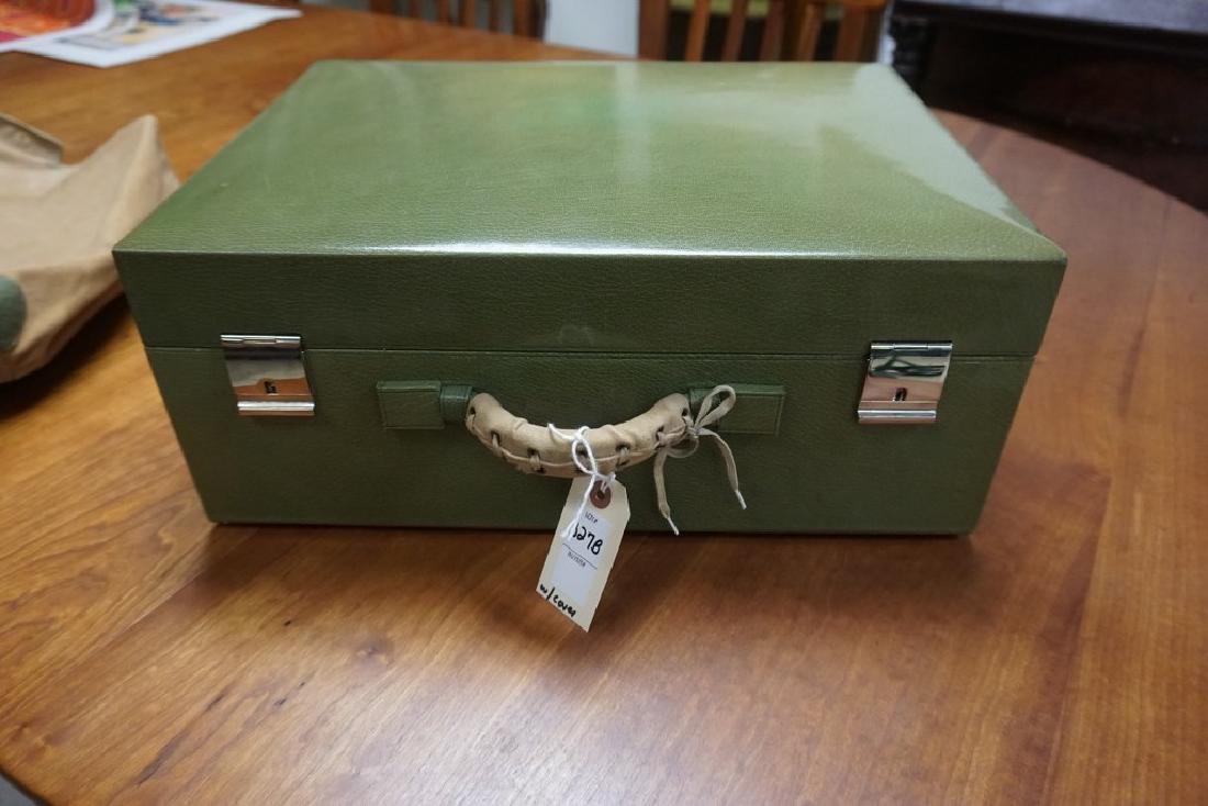 BEAUTIFUL CIRCA 1920'S GREEN LEATHER LADIES TRAVEL KIT - 2