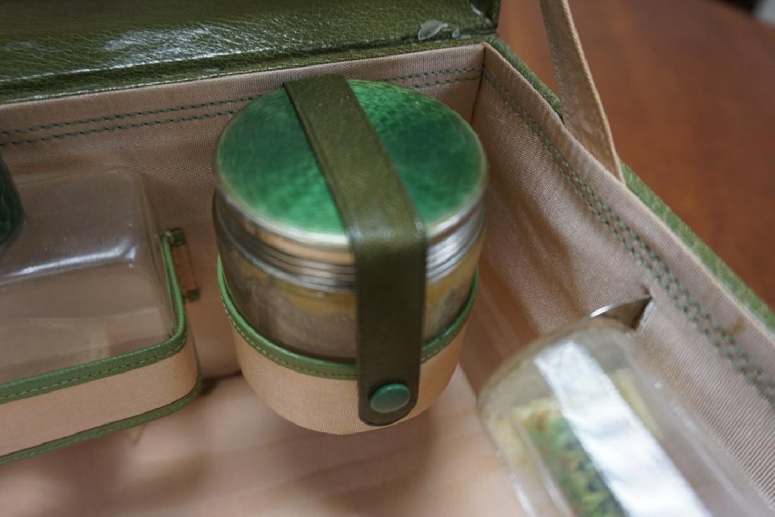 BEAUTIFUL CIRCA 1920'S GREEN LEATHER LADIES TRAVEL KIT - 6