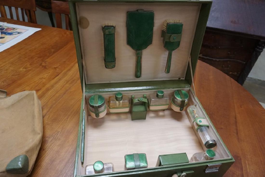 BEAUTIFUL CIRCA 1920'S GREEN LEATHER LADIES TRAVEL KIT - 9