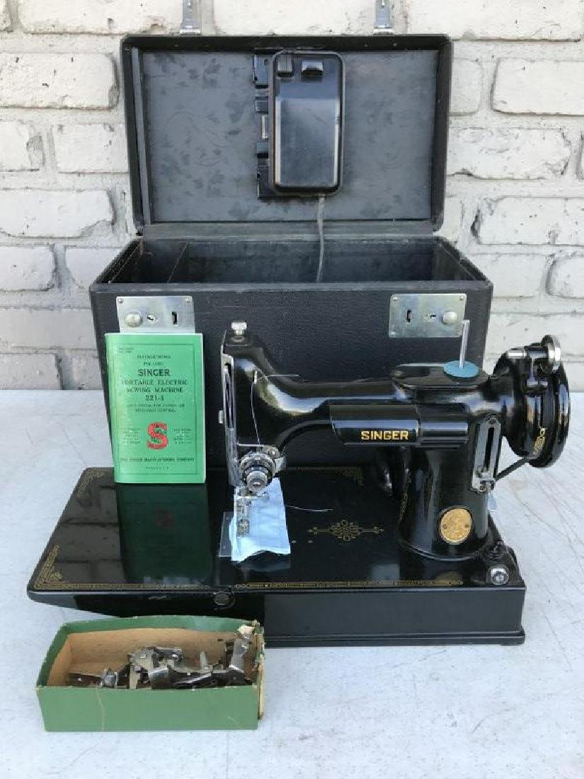 SINGER FEATHERWEIGHT SEWING MACHINE, VERY NICE