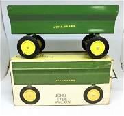 VINTAGE JOHN DEERE TOY WAGON IN ORIGINAL BOX, MEASURES