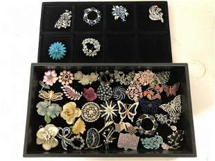 VINTAGE LOT OF 40 COSTUME JEWELRY BROOCHES, FROM LOCAL