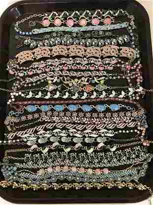 VINTAGE LOT OF 26 PCS. OF COSTUME JEWELRY NECKLACES