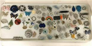 81 VINTAGE COSTUME JEWELRY BROOCHES AND PINS, FROM
