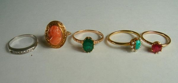 MIXED LOT OF 14K LADIES ESTATE RINGS. THE ONE WITH DIAM
