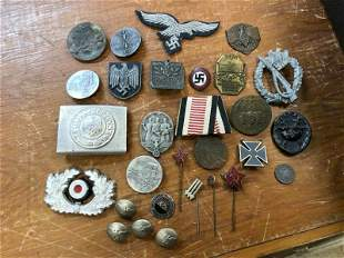 ESTATE LOT WW II USA & GERMAN MEDALS, PATCHES, ETC,