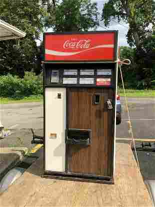 1970'S COCA COLA MACHINE MADE BY DIXIE-NARCO INC, MODEL