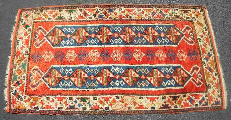 "Old Estate Oriental Rug 60"" x 32"" Vivid Pattern"