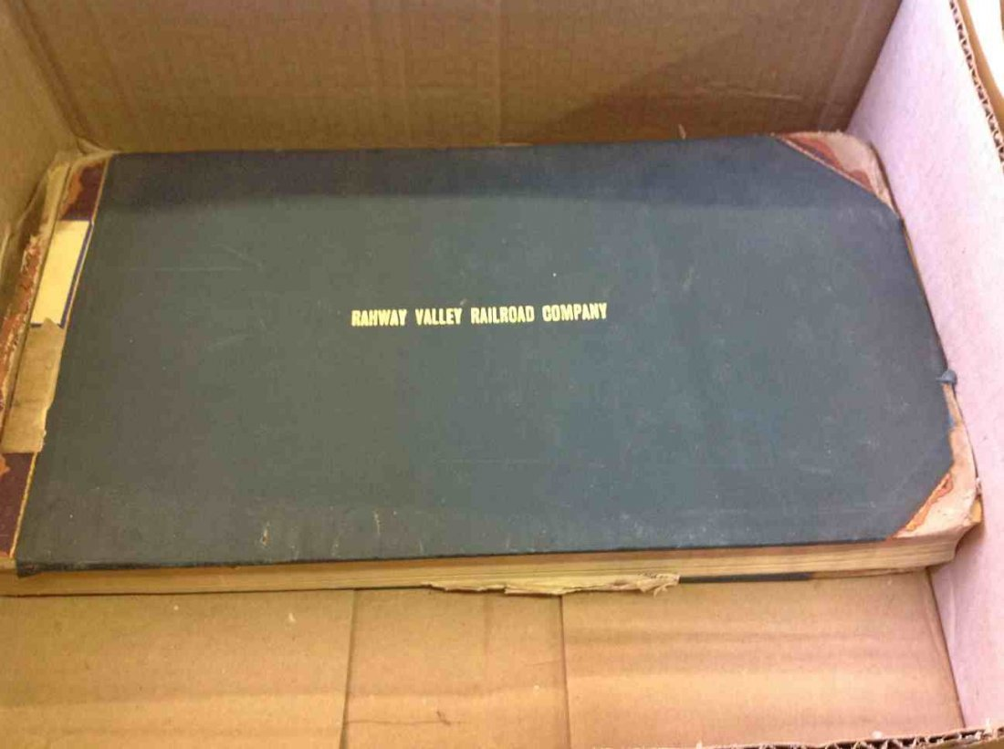 BOX WITH BOOK OF RAHWAY VALLEY RAILROAD COMPANY STOCK