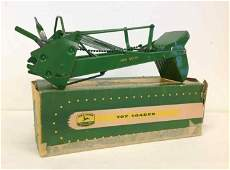 JOHN DEERE EARLY 1950'S TOY LOADER WITH ORIGINAL