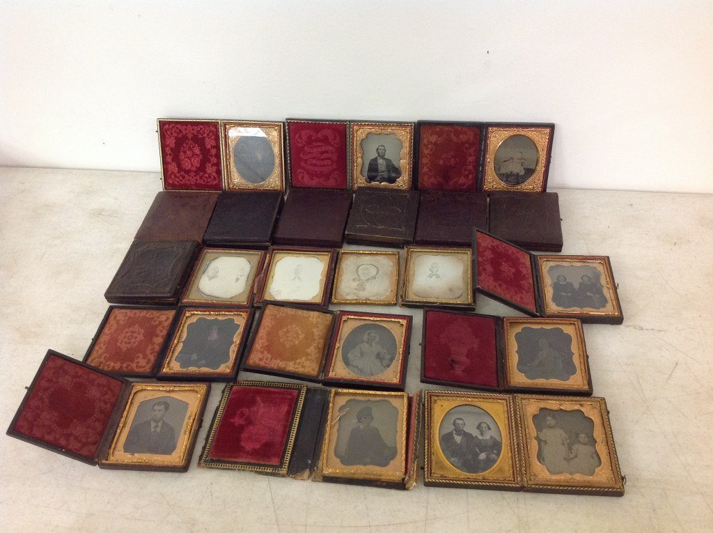 LOT OF 23 IMAGES, ALL SIXTH-PLATE, 10 DAGUERREOTYPES(6