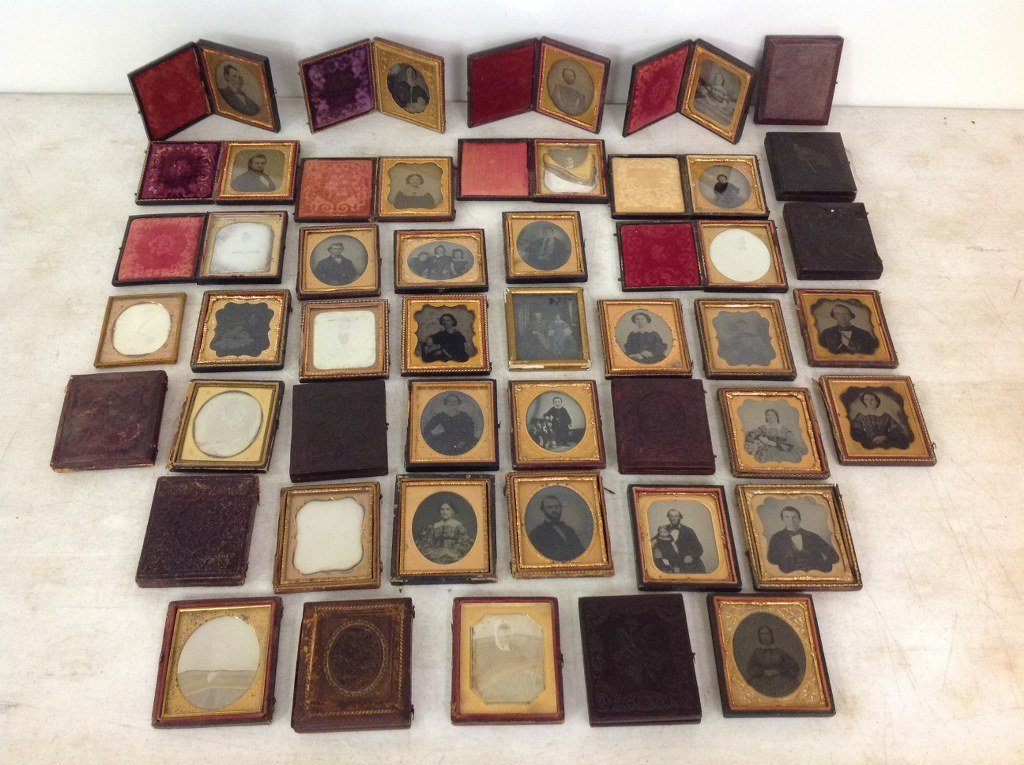 LOT OF 43 IMAGES, 18 SIXTH-PLATE DAGUERREOTYPES, 25