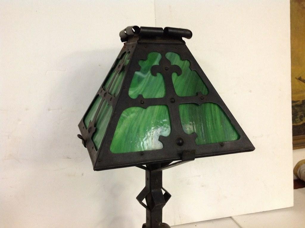 ARTS & CRAFTS METAL TABLE LAMP W/GREEN SLAG GLASS - 4