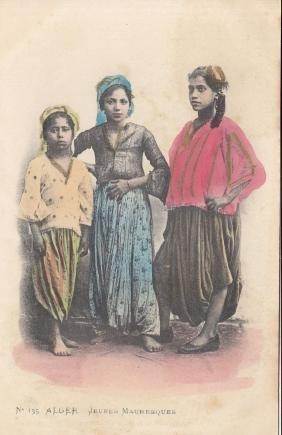 ALGÉRIE et Tunisie. Environ 320 cartes postales.