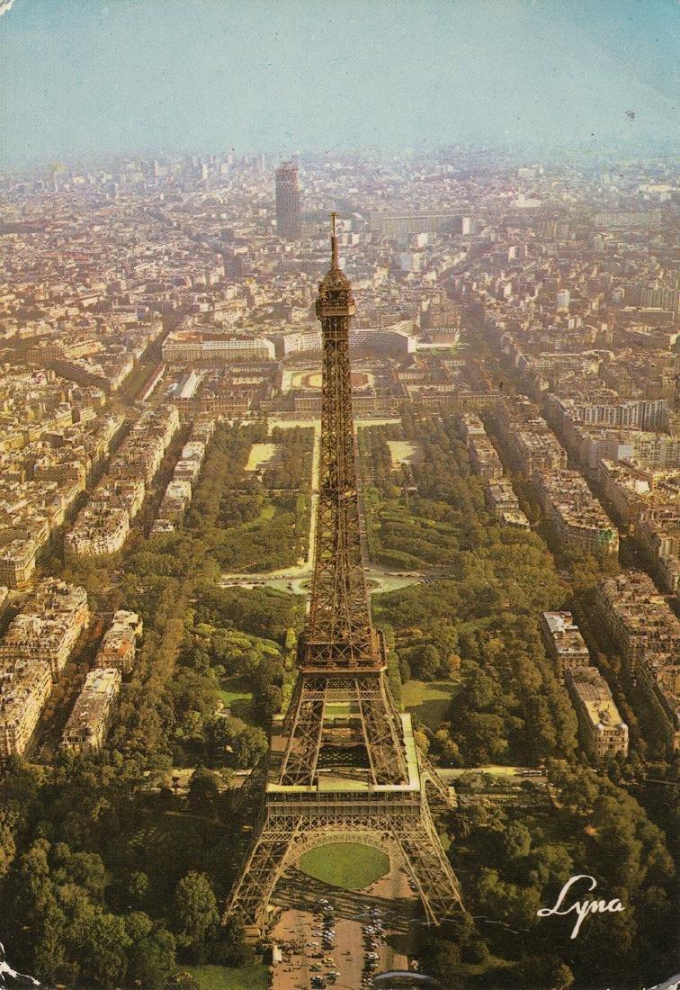 FRANCE. Environ 800 cartes postales modernes.
