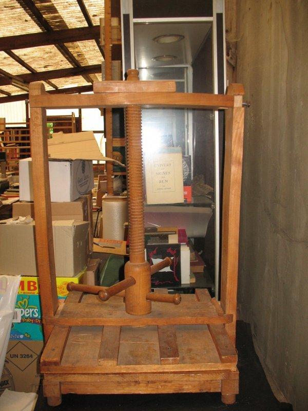 5: Presse carrée en bois une vis manquante reliure