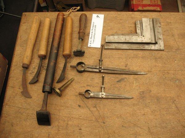 6: Équerres compas et fers à dorer Materiel reliure