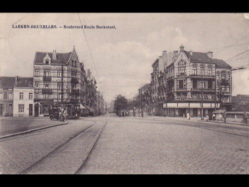 4: Belgique. Environ 230 cartes postales.