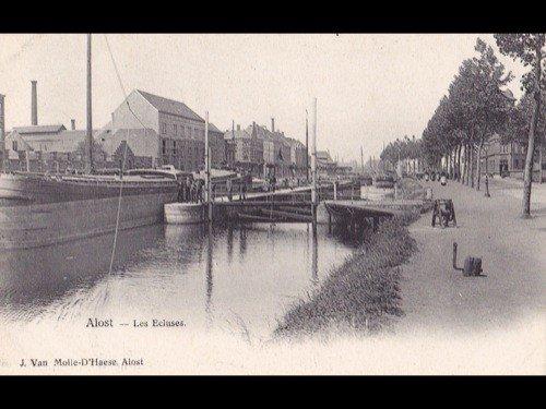 17: Gand et environs. Environ 120 cartes postales.