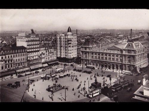 19: Bruxelles : Place de Brouckère, La Monnaie,
