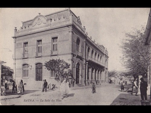 30: Algérie. Environ 340 cartes postales.