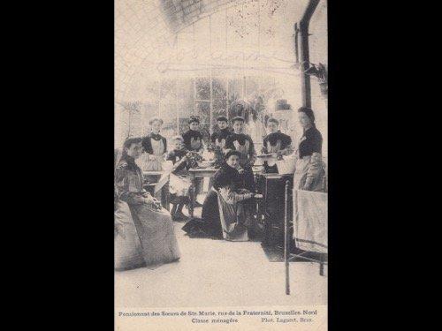 ÉCOLES. Lot de 55 cartes postales dont 25 du Collège