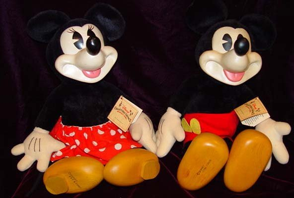 6A: Raykes Carved Disney Mickey and Minnie