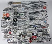 Loft find/dealer mixed lot, mixed lot of emblems, car