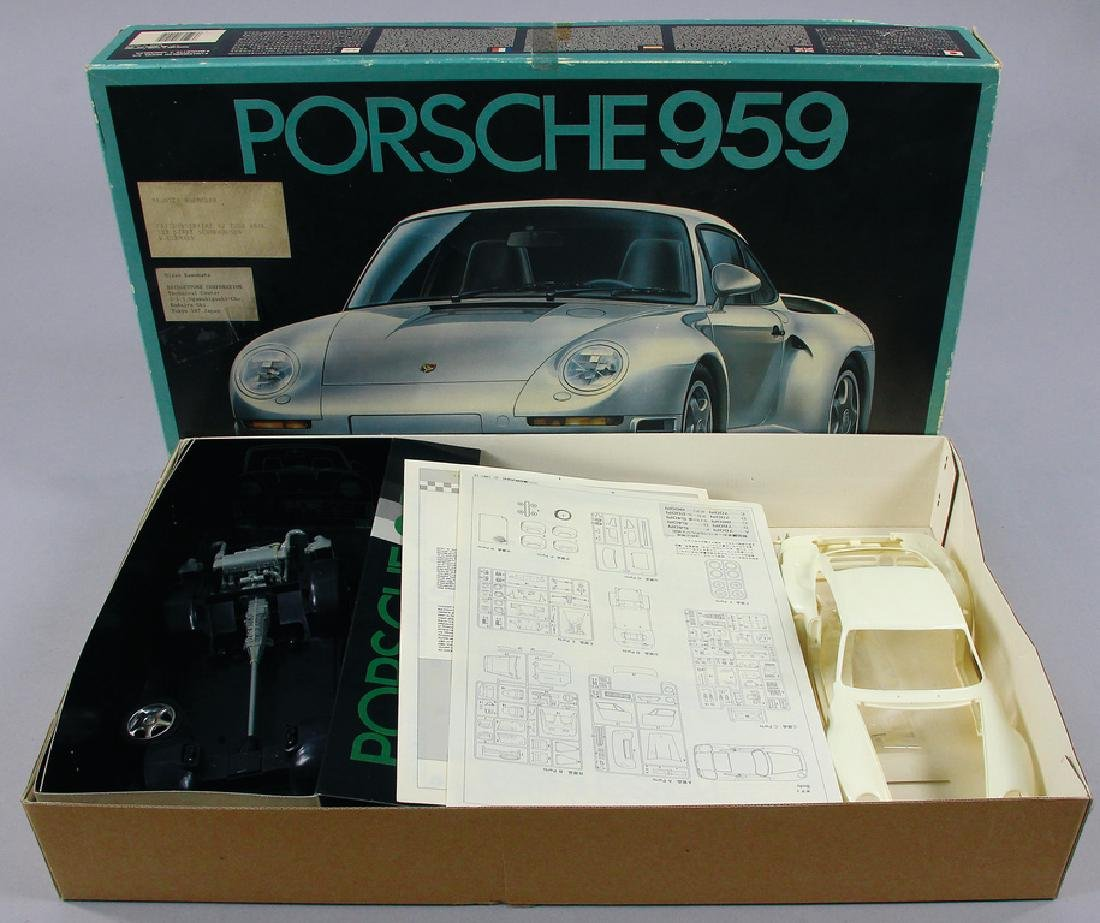 FUJIMI model making set for Porsche 959 with a format