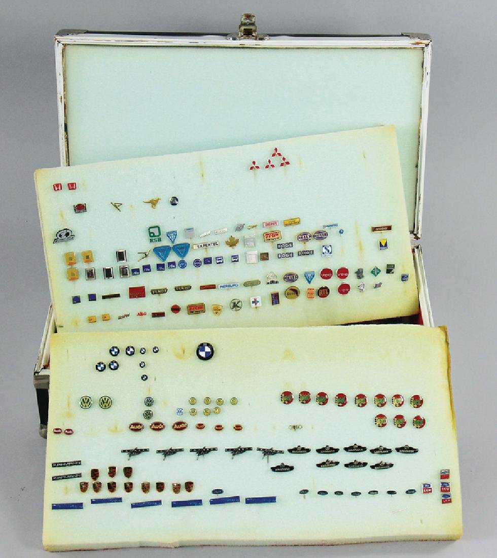 mixed lot with 300 pins/badges, among it Porsche,
