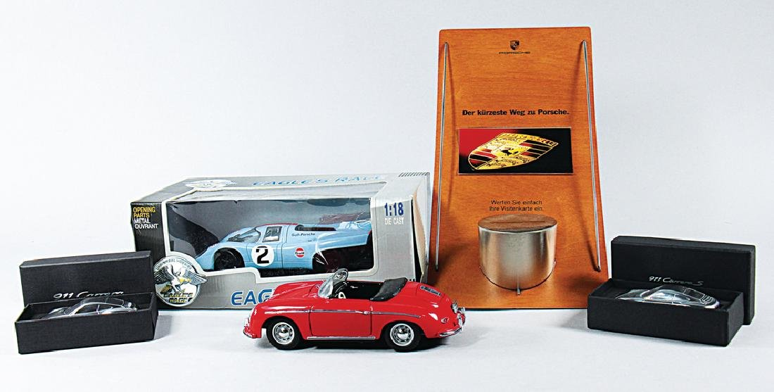 PORSCHE mixed lot with 5 pieces, consists of shop