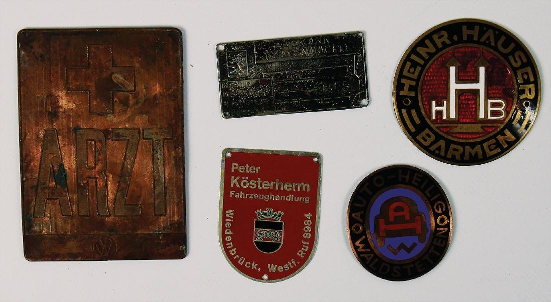 mixed lot with 5 badges, among it badge Auto Hellig,