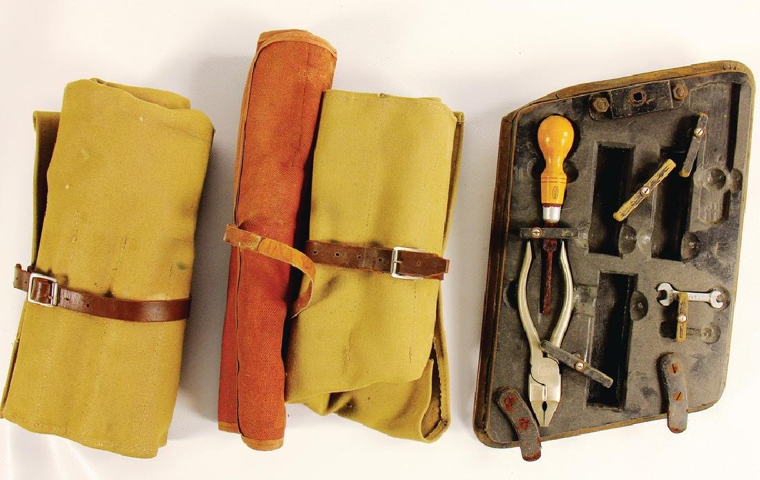 this mixed lot consists of toolbags and tool flap for