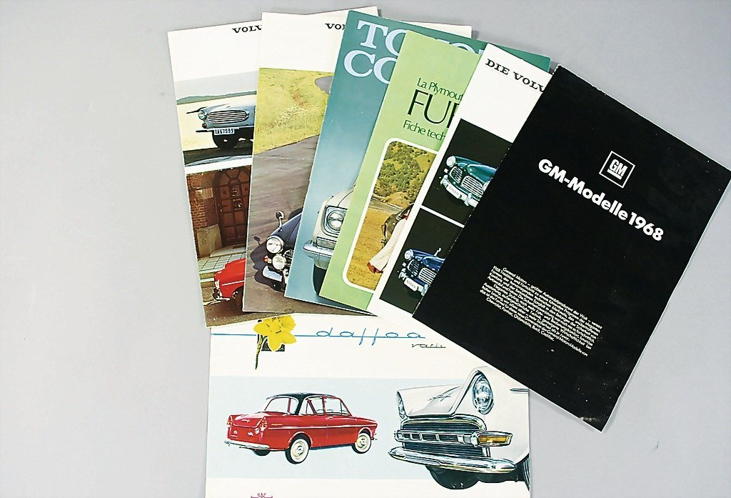 100: mixed lot of 20 sales brochures, the greater part