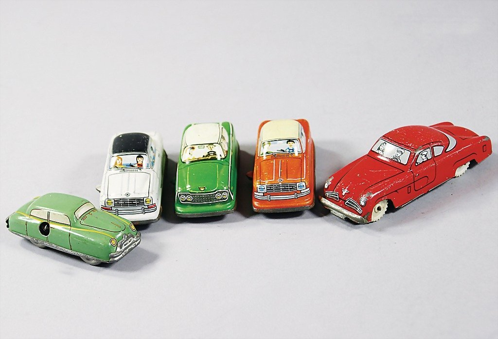2530: mixed lot of 5 pieces, tin cars with friction dri