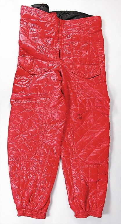 1512: red quilted trousers, was worn by racing engineer