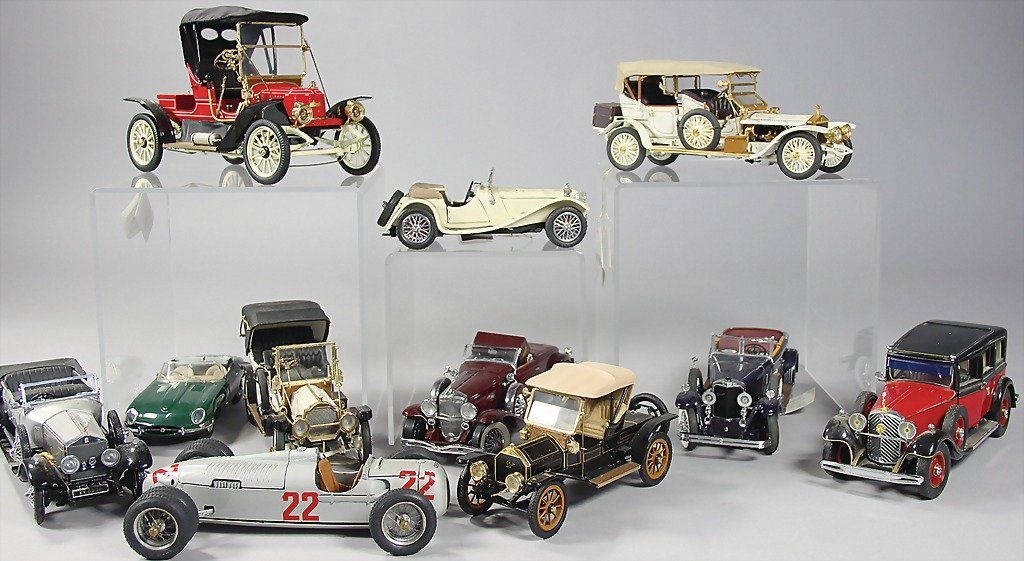 2551: mixed lot of 11 pieces, model cars, different sca