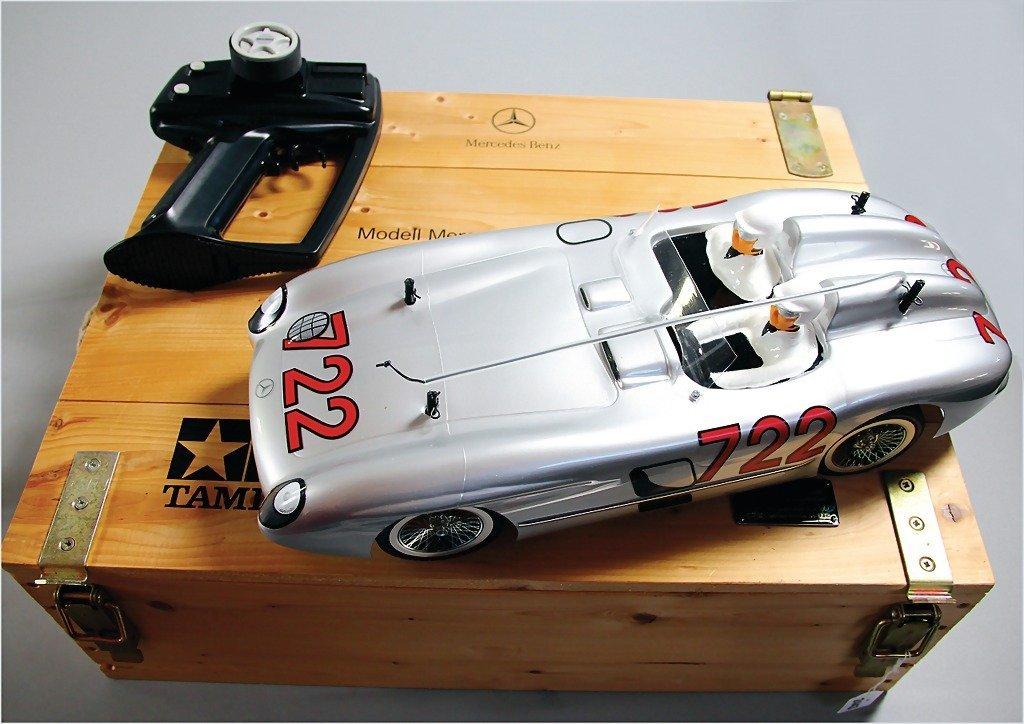 MERCEDES BENZ 300 SLR with remote control by Tamiya,
