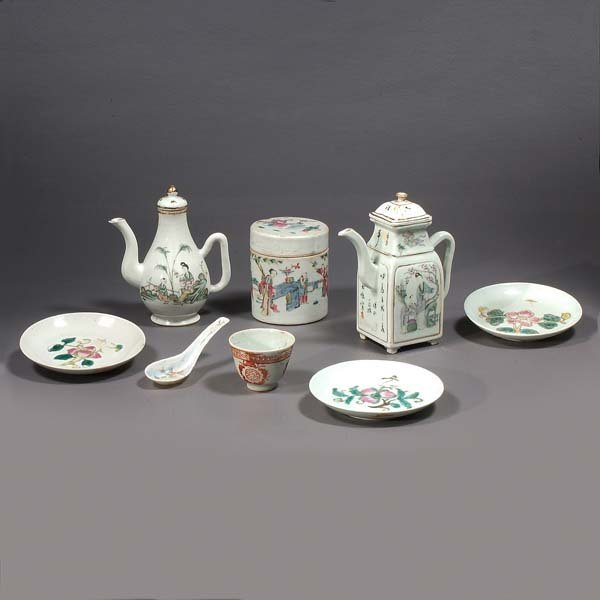 121: Assortment of Chinese porcelain, (8) eight pieces